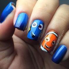 pintando las uñas estilo Dory