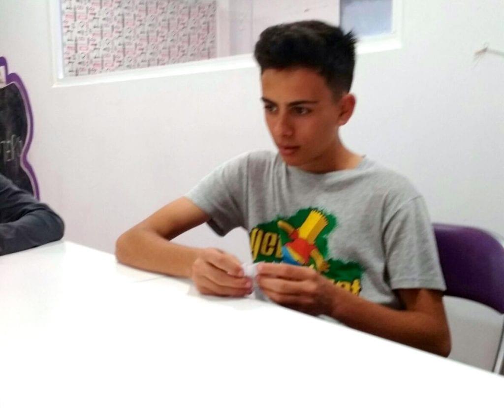 Hugo aprendiendo francés jugando en Alhaurin de la Torre