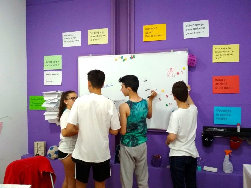 Jugando para aprender francés - estudiantes de la ESO