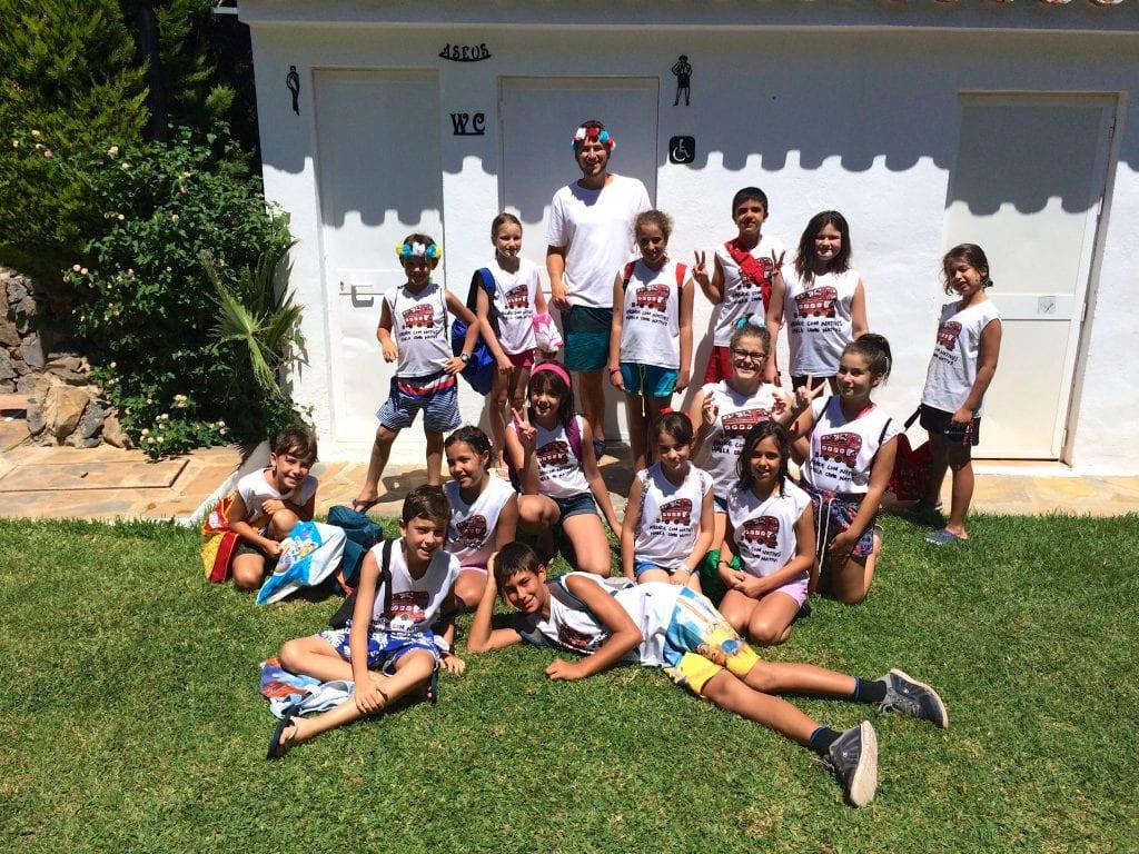 Mr Alex y sus niños en la piscina