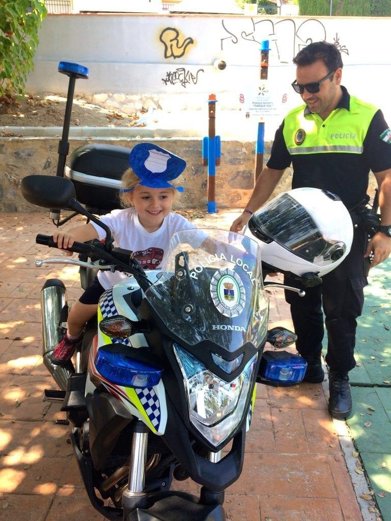 Leticia en seguridad vial con la policia local de Alhaurin de la Torre