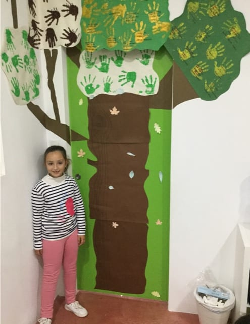 Ana made the leaves