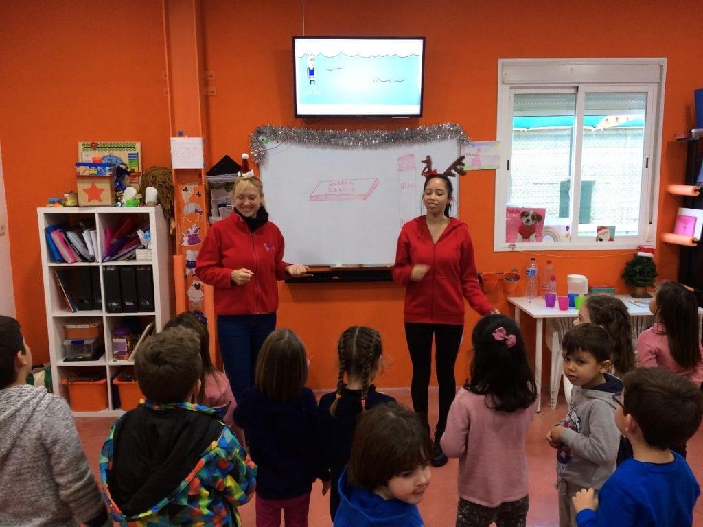 ms sheila y ms sasha cantando