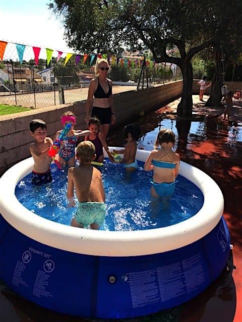 piscinita del campamento de verano inglés